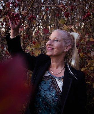 Kiki Scheepens Keynotespreker FEACH<sup>®</sup> auteur van het boek Sextortion Op het spoor Herstel en geluk na destructieve relaties